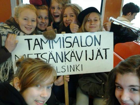 tytöt-metrossa1